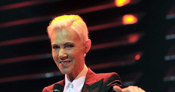 """W wieku 61 lat zmarła Marie Fredriksson, wokalistka szwedzkiego zespołu Roxette. """"Z wielkim smutkiem musimy poinformować, że zmarła nasza największa i najbardziej ukochana artystka. Marie Fredriksson odeszła o poranku 9 grudnia"""" – poinformowała firma menadżerska piosenkarki Dimberg Jernberg. """"Jakimż to cudownym marzeniem przyszło nam się dzielić"""" - tymi słowami swoją partnerkę z zespołu pożegnał Per Gessle."""