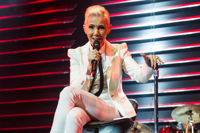 """25 stycznia w szwedzkiej telewizji SVT zostanie wyemitowany specjalny koncert pod hasłem """"Wieczór dla Marie Fredriksson"""". W ten sposób Per Gessle i inni szwedzcy muzycy złożyli hołd zmarłej 9 grudnia 2019 r. wokalistce duetu Roxette."""