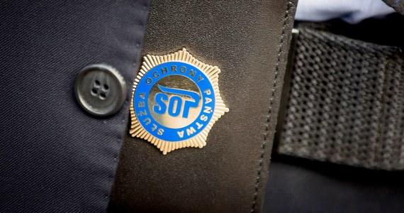 Mandat i punkty karne dla funkcjonariusza Służby Ochrony Państwa, który rano, wioząc wicepremiera Jarosława Gowina, doprowadził do kolizji. W środę na drodze krajowej nr 7 w mazowieckim Kuklinie limuzyna SOP uderzyła bokiem w ciężarówkę.