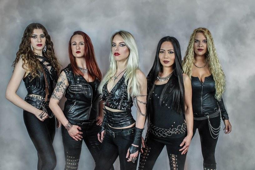Heavymetalowa formacja Burning Witches ze Szwajcarii nagrała trzeci album.