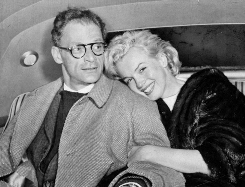 Oboje byli sławni i mieli status gwiazd. W niej podziwiano urodę i seksapil, jego ceniono za intelekt i literacki talent. Związek Marilyn Monroe i Arthura Millera pełen był wielkiej namiętności oraz burz.