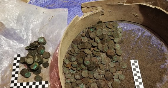 Podczas prac przebudowy zabytkowej krakowskiej kamienicy doszło do odkrycia około 10 tysięcy zabytkowych monet. Pochodzące z okresu panowania Stanisława Augusta Poniatowskiego monety znajdowały się w piwnicach tzw. Domu Opata.