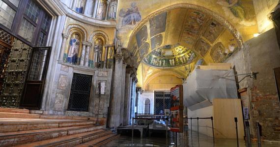 Na ponad 3 mln euro oszacowano straty wyrządzone w bazylice świętego Marka w Wenecji przez powódź. Poziom wody w połowie listopada osiągnął rekordowy w ostatnim półwieczu poziom. Trwają prace nad projektem, którego realizacja nie dopuściłaby do ponownego zalania świątyni.