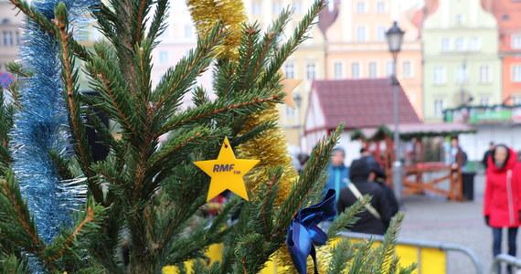 Łódź była kolejnym miastem na trasie naszego choinkowego konwoju. Tysiąc zielonych, pachnących świerków rozdalismy przed Manufakturą.