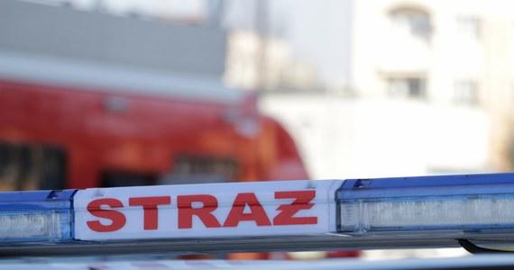 400 osób ewakuowano z Sądu Okręgowego w Katowicach. Z jednej z przesyłek wysypał się biały proszek. Na miejscu pracowało 13 zastępów strażackich. Szybko okazało się, że nie ma zagrożenia dla pracowników sądu.