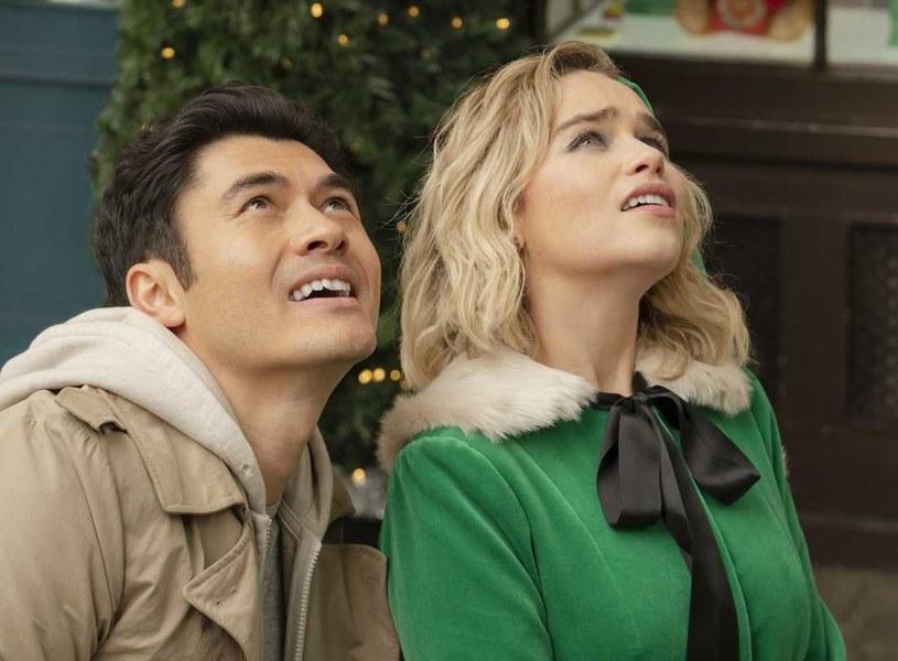 """Komedia romantyczna """"Last Christmas"""" - z udziałem Emilii Clarke i Henry'ego Goldinga - zarobiła już ponad 100 milionów dolarów. Film inspirowany jest piosenką zespołu Wham! o tym samym tytule."""