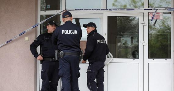 Prokuratura Okręgowa Warszawa-Praga skierowała do Sądu Okręgowego Warszawa-Praga akt oskarżenia Emilowi B. w sprawie zabójstwa w szkole w Warze. B. dziewięciokrotnie ugodził nożem starszego o rok kolegę.