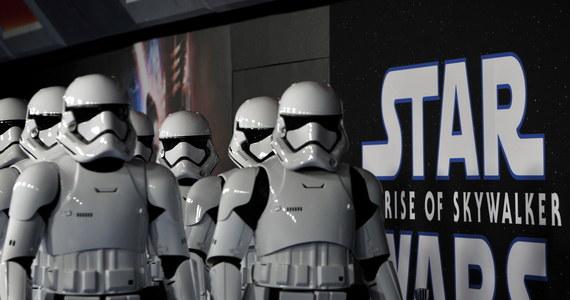 """W Hollywood odbyła się światowa premiera """"Gwiezdnych wojen"""".  Ostatnia część sagi nosi tytuł """"Skywalker. Odrodzenie"""" i 19 grudnia wejdzie do kin. Ale już dzień wcześniej zaczną się pokazy przedpremierowe."""