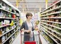 IŻŻ: Polacy nie czytają etykiet produktów spożywczych