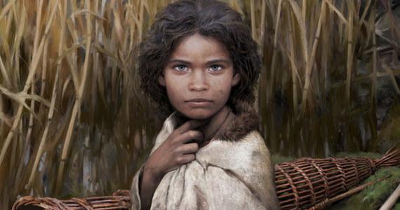 """Młoda kobieta Lola, jak ją nazwano, żyła 5700 lat temu na terenie dzisiejszej Danii. Żywiła się orzechami i mięsem z kaczki. Żuła żywicę. I to dzięki DNA wyodrębnionemu z tej """"gumy do żucia"""" wiemy, jak żyła przedstawicielka epoki kamienia."""