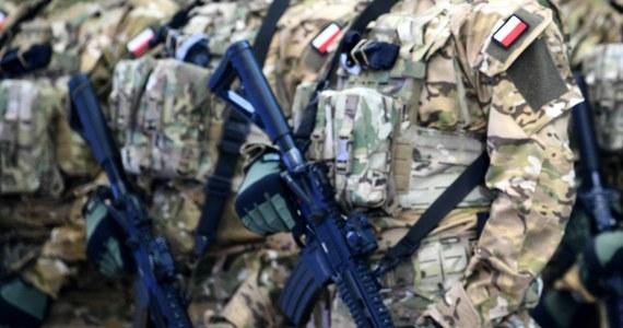 Pięć zarzutów korupcyjnych usłyszał zastępca dowódcy specjalnej jednostki wojskowej GROM - dowiedział się reporter RMF FM. Prokuratura zastosowała wobec niego dozór, poręczenie majątkowe i zawiesiła w czynnościach służbowych.
