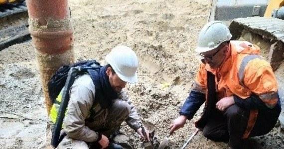 Na budowie II linii metra pracownicy znaleźli szczątki potężnego zwierzęcia na głębokości około ośmiu metrów pod ziemią. Wszystko wskazuje na to, że to kości tura. Ostatni tur padł w Polsce w XVII wieku. Odnalezione szczątki należą do osobnika, który żył 6 tysięcy lat p.n.e.