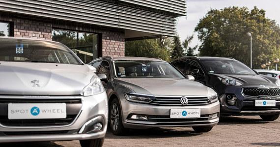 W świecie podatków nic nie jest proste a leasing samochodu dla firmy nie jest tu wyjątkiem. Na szczęście przepisy nie są aż tak bardzo zagmatwane a korzyści z takiej formy finansowania zakupu samochodu bardzo konkretne.