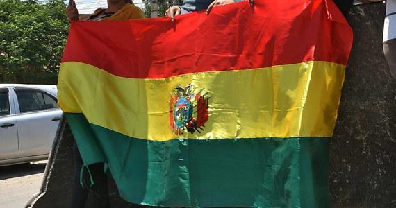 Boliwijski parlament wybrał w czwartek sześciu nowych sędziów do Najwyższego Trybunału Wyborczego po negocjacjach między opozycją a partią byłego prezydenta Evo Motalesa, która ma większość w Kongresie. Siódmego członka wyznaczyła tymczasowa prezydent Jeanine Anez.