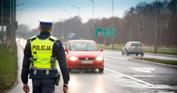 """Na polskich drogach trwa policyjna akcja """"Prędkość"""". Funkcjonariusze kontrolują głównie kierowców przekraczających dopuszczalną prędkość. Jak jednak zapowiada KGP: funkcjonariusze będą zwracać uwagę na każde zachowanie niezgodne z prawem."""