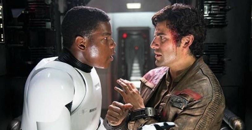 """""""Gwiezdne wojny: Skywalker. Odrodzenie"""" to pierwszy film kultowej sagi, w którym pokazany został pocałunek pary jednopłciowej. Taki ukłon w stronę środowisk LGBTQ to wydarzenie bez precedensu. Nie wszyscy jednak mogli go zobaczyć."""