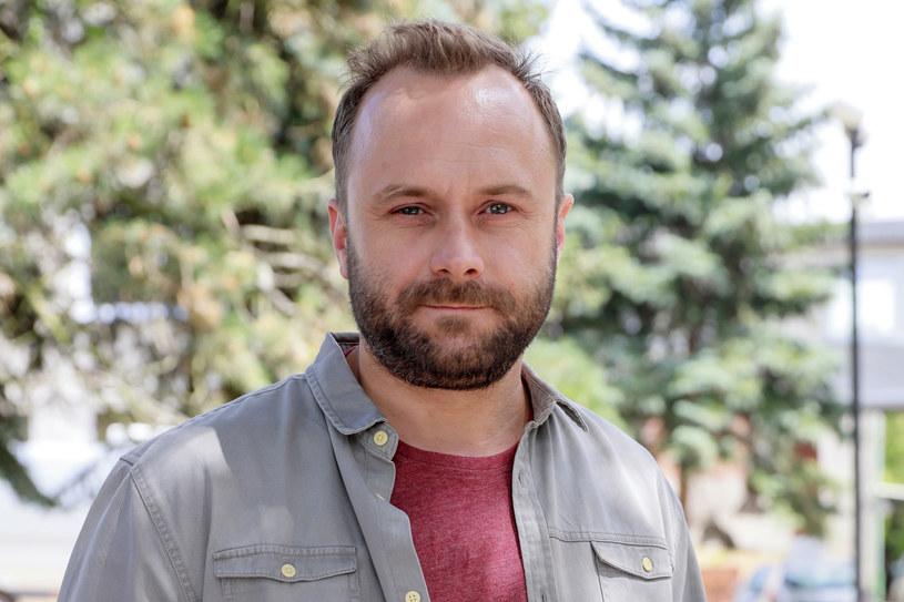 Znany aktor Leszek Lichota w dzieciństwie mieszkał w Wałbrzychu. W niedawnym wywiadzie zdradził, że jego sąsiadką była wtedy Olga Tokarczuk. Znajomość z noblistką wspomina dobrze - pisarka czasami pożyczyła jego rodzinie szklankę cukru albo pozwala skorzystać z telefonu.