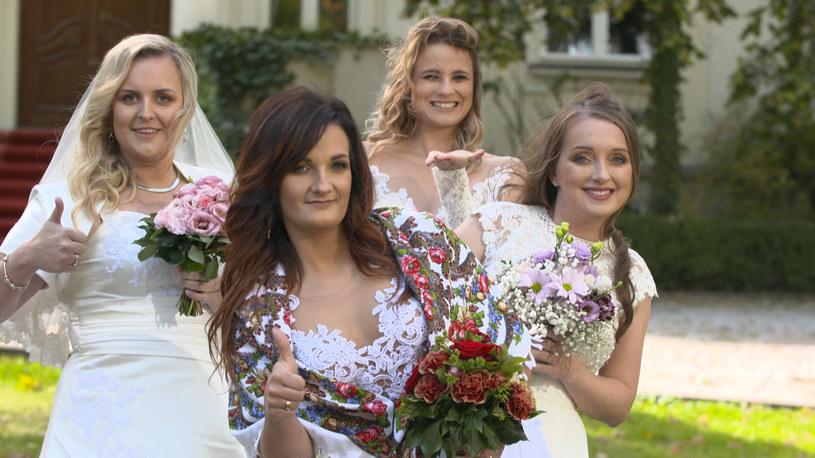 """W oczekiwaniu na wiosenną ramówkę Telewizja Polsat przygotowała dla swoich widzów emocjonującą niespodziankę. Od 2 stycznia 2020 r. w czwartki o godz. 20:05 zapraszamy do wspólnej zabawy na najbardziej różnorodnych weselach. W każdym odcinku programu """"Cztery wesela"""" cztery panny młode rywalizują pomiędzy sobą o nagrodę pieniężną i tytuł najlepszej uroczystości weselnej."""