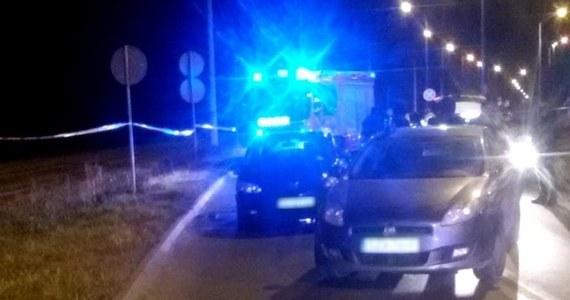 Prokuratura zajęła się sprawą postrzelenia 27-latka w Częstochowie. Policjanci oddali strzały w kierunku jego auta, kiedy mężczyzna - który najpierw zaczął przed nimi uciekać - miał próbować przejechać ich samochodem.