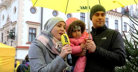 W niedzielę piękne choinki od RMF FM rozdawaliśmy w stolicy Podkarpacia. Na rzeszowskim Rynku zaprosiliśmy Was też do udziału w naszym karaoke. Kto tym razem zwrócił uwagę naszego jury?
