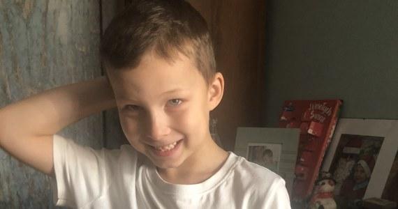 Historią 2-letniego Adasia żyła pięć lat temu cała Polska. Chłopiec wyszedł z domu w nocy, a został znaleziony po kilku godzinach skrajnie wyziębiony. Cudem uratowano mu wtedy życie. Już we wtorek w RMF FM zapraszamy na specjalne wigilijne wydanie Faktów, podczas których odwiedzimy dziś 7-letniego Adasia i jego rodzinę.