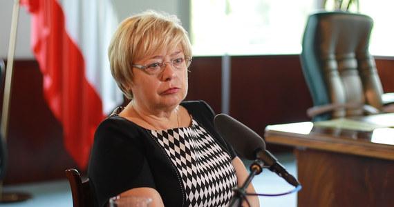 Czas skończyć z narracją, że w tym całym sporze sędziowie walczą o swój status, że są niechętni zmianom i występują przeciw władzy; jest to całkowita nieprawda - zaznaczyła w oświadczeniu I prezes Sądu Najwyższego Małgorzata Gersdorf.
