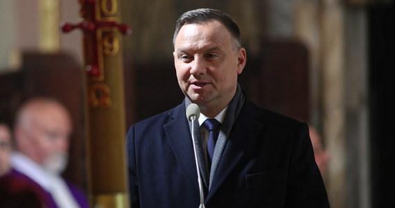 Wniosek Jana Śpiewaka będzie rozpatrzony tak, jak rozpatrujemy inne wnioski o ułaskawienie, według tych samych procedur, które są w tym wypadku do wyboru dla prezydenta - powiedział w poniedziałek PAP prezydent Andrzej Duda.