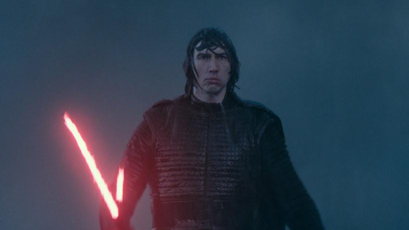 """""""Gwiezdne wojny: Skywalker. Odrodzenie"""", zgodnie z przypuszczeniami, niemal we wszystkich krajach króluje w box-office'ach. Inaczej jest w Chinach, gdzie finalna część kultowej sagi zarobiła zaledwie 12 milionów dolarów podczas pierwszych dni wyświetlania jej w kinach."""