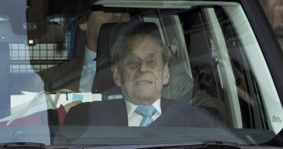 98-letni książę Filip, małżonek brytyjskiej królowej Elżbiety II, wyszedł we wtorek ze szpitala w Londynie, gdzie został przyjęty w piątek na obserwację i leczenie - poinformowały agencje.