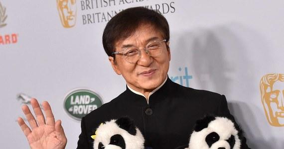 Popularny aktor Jackie Chan niemal utonął podczas zdjęć do swojego najnowszego filmu. Artysta podczas kręcenia jednej ze scen na morzu utknął pod kamieniem.
