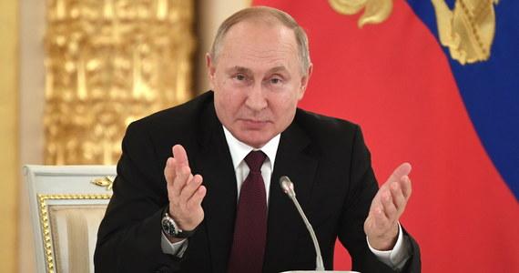 Prezydent Władimir Putin powiedział, że Rosja ma statek, który może dokończyć układanie gazociągu Nord Stream 2, dzięki czemu jego budowa zostanie zakończona, mimo sankcji USA, jedynie z kilkumiesięcznym opóźnieniem.