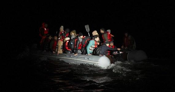 Siedem osób utonęło w wyniku wywrócenia się i zatonięcia łodzi z migrantami z Pakistanu, Bangladeszu i Afganistanu na jeziorze Van we wschodniej Turcji - poinformowały w czwartek lokalne władze. 64 osoby uratowano.
