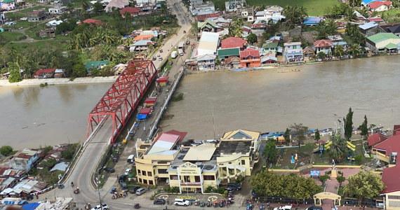 Do 28 wzrosła liczba ofiar śmiertelnych tajfunu Phanfone, który we wtorek uderzył w środkową część Filipin. 12 osób uznaje się za zaginione.