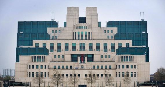 Prezent dla terrorystów i przestępców - tak komentatorzy w Wielkiej Brytanii nazywają zaginiecie dokumentów z głównej kwatery wywiadu MI6. Dokumenty zawierały szczegółowe plany budynku oraz wykaz zabezpieczeń obowiązujących na terenie kwatery MI6.