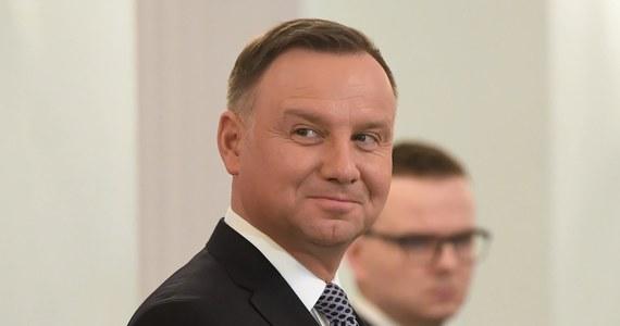 Prezydent Andrzej Duda popisał nowelizację ustawy o akcyzie, podnoszącą o 10 proc. wysokość tego podatku w odniesieniu do napojów alkoholowych i produktów tytoniowych - poinformowała komunikacie Kancelaria Prezydenta RP.