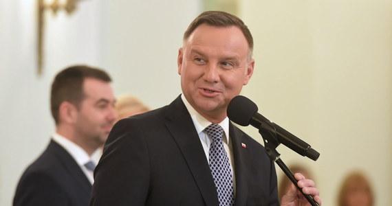 Opozycja wzywa prezydenta Andrzeja Dudę do tego, by głośno odpowiedział Władimirowi Putinowi na jego ataki wobec Polski. Rosyjski przywódca oskarżył Polskę o bratanie się z hitlerowcami, antysemityzm i o udział w wywołaniu II wojny światowej.