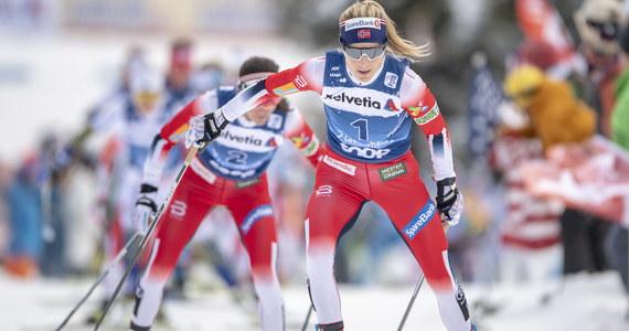 Therese Johaug wygrała bieg narciarski na 10 km techniką dowolną ze startu wspólnego, pierwszy etap 14. edycji cyklu Tour de Ski. Norweżka wyprzedziła w szwajcarskim Lenzerheide rodaczkę Heidi Weng i Szwedkę Ebbę Andersson. Najlepsza z Polek była Izabela Marcisz, która zajęła 43. lokatę.