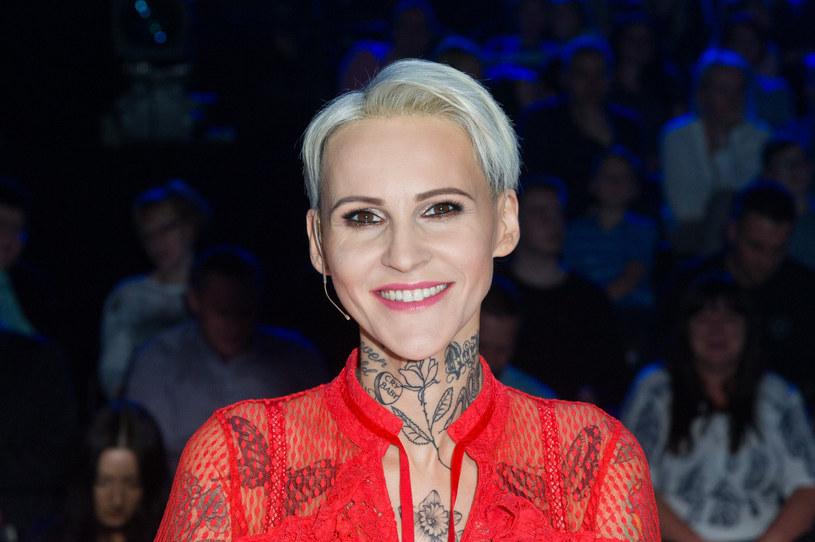 """Agnieszka Chylińska, w związku z licznymi pytaniami fanów, zabrała głos w sprawie reklamy jednego ze sklepów, który wykorzystuje piosenkę grupy O.N.A. """"Znalazłam""""."""