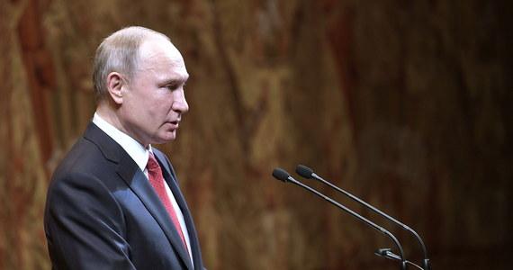 """Niemiecki dziennik """"Frankfurter Allgemeine Zeitung"""", komentując ostatnie oskarżenia prezydenta Rosji Władimira Putina wobec Polski, uznał je za """"nieadekwatne i nieprzyzwoite"""". Rosyjski przywódca kilkakrotnie obwinił Polskę o faktyczną zmowę z III Rzeszą."""