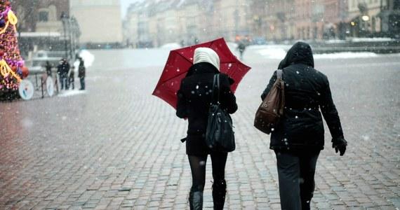 Opady marznącego deszczu powodującego gołoledź wystąpią niemal w połowie Polski i potrwają przynajmniej do środy – wynika z orientacyjnej prognozy zagrożeń opublikowanej przez Instytut Meteorologii i Gospodarki Wodnej (IMGW).