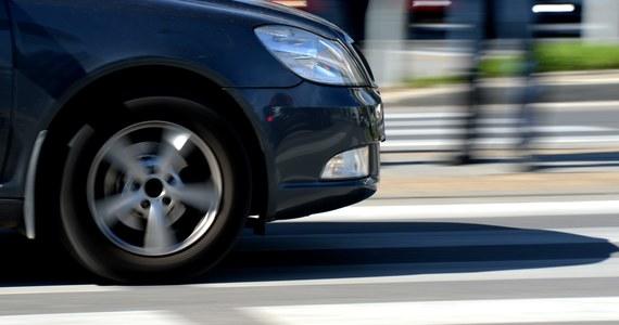 Samochód osobowy potrącił na pasach pięcioletniego chłopca, który wraz z rodzicami przechodził przez ulicę Blanowską w Zawierciu. Informację o tym zdarzeniu dostaliśmy na Gorącą Linię RMF FM.