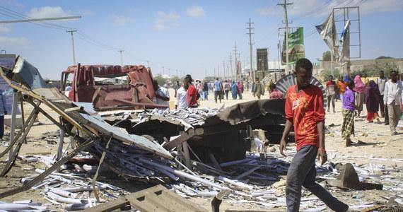W atakach powietrznych na bojowników islamistycznego ugrupowania Al-Szabab w Somalii wzięły udział amerykańskie drony - poinformowało w nocy dowództwo regionalne sił zbrojnych USA w Afryce (Africom). Ataki były odwetem za sobotni zamach w stolicy Somalii, Mogadiszu, w którym zginęło blisko 100 osób, a ponad 120 zostało rannych.