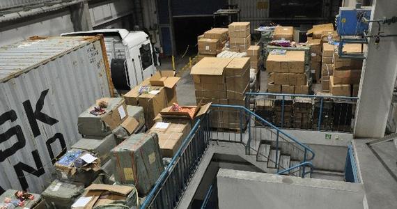 Ponad 28 tysięcy sztuk podrobionych zabawek znanych światowych producentów zatrzymali funkcjonariusze lubuskiego oddziału Krajowej Administracji Skarbowej. Towar przewoził kierowca TIR-a z portu w Hamburgu do jednej z warszawskich firm. Gdyby te zabawki, jako oryginały trafiły na półki sklepowe nieuczciwy importer zgarnąłby prawie dwa miliony złotych.