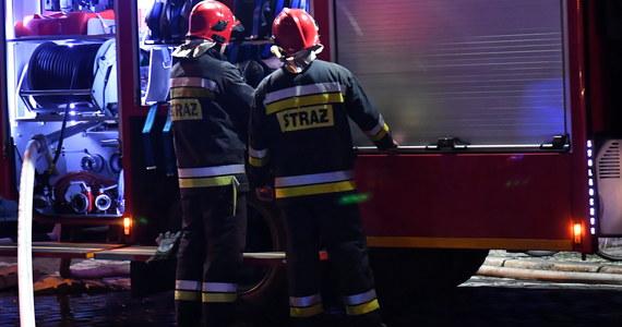 Nocny pożar kamienicy w Bytomiu. Na miejscu było 15 wozów strażackich. Akcja zakończyła się nad ranem.