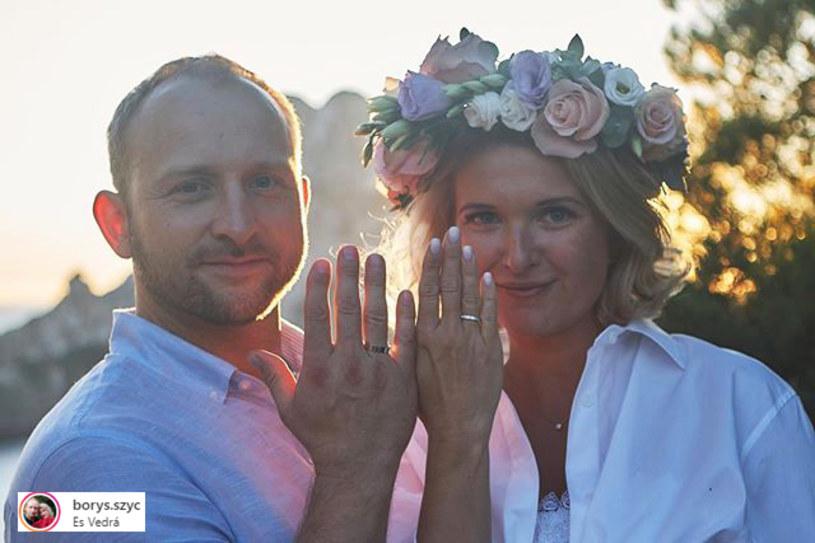 Borys Szyc i Justyna Nagłowska są już po ślubie! Aktor pokazał zdjęcia z ceremonii na swoim Instagramie. Przy okazji zdradził, że spodziewają się syna!