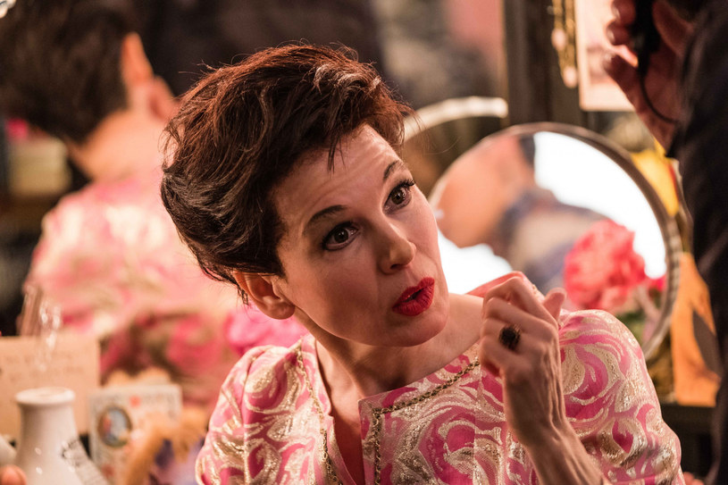 """3 stycznia na ekranach polskich kin zadebiutuje biograficzny film """"Judy"""". W postać Judy Garland wcieliła się Renee Zellweger."""