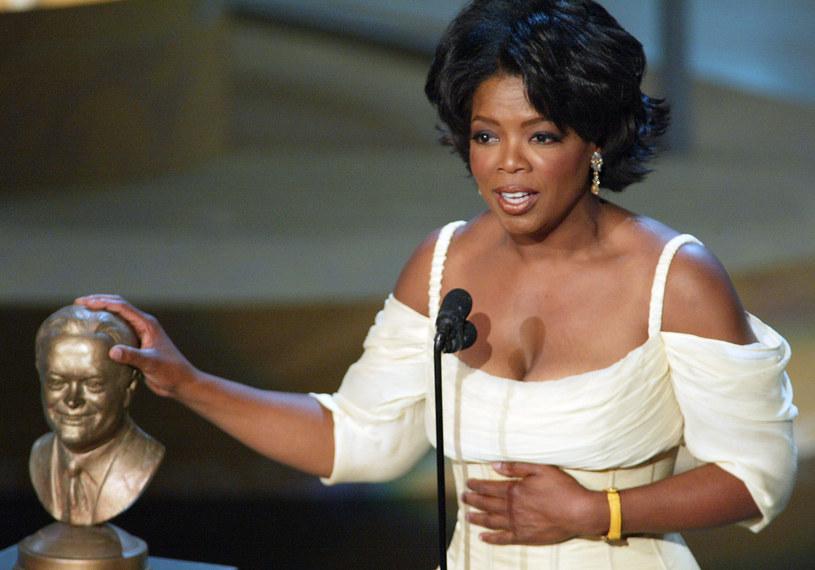 Wrażliwa na ludzką krzywdę laureatka Międzynarodowego Orderu Uśmiechu, kobieta wybitnie inteligentna i z wielkim sercem. Mimo ogromnego sukcesu Oprah Winfrey nigdy nie popadła w samozachwyt.