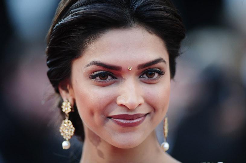 """Ataki z użyciem żrącego kwasu to poważny problem społeczny w Azji Południowej. Ich ofiarami są zazwyczaj kobiety, które odrzuciły względy mężczyzn. Z tematem zmierzyła się bollywoodzka supergwiazda Deepika Padukone, która wyprodukowała film """"Splash (""""Chhapaak""""), w którym zagrała też jedną z ról."""