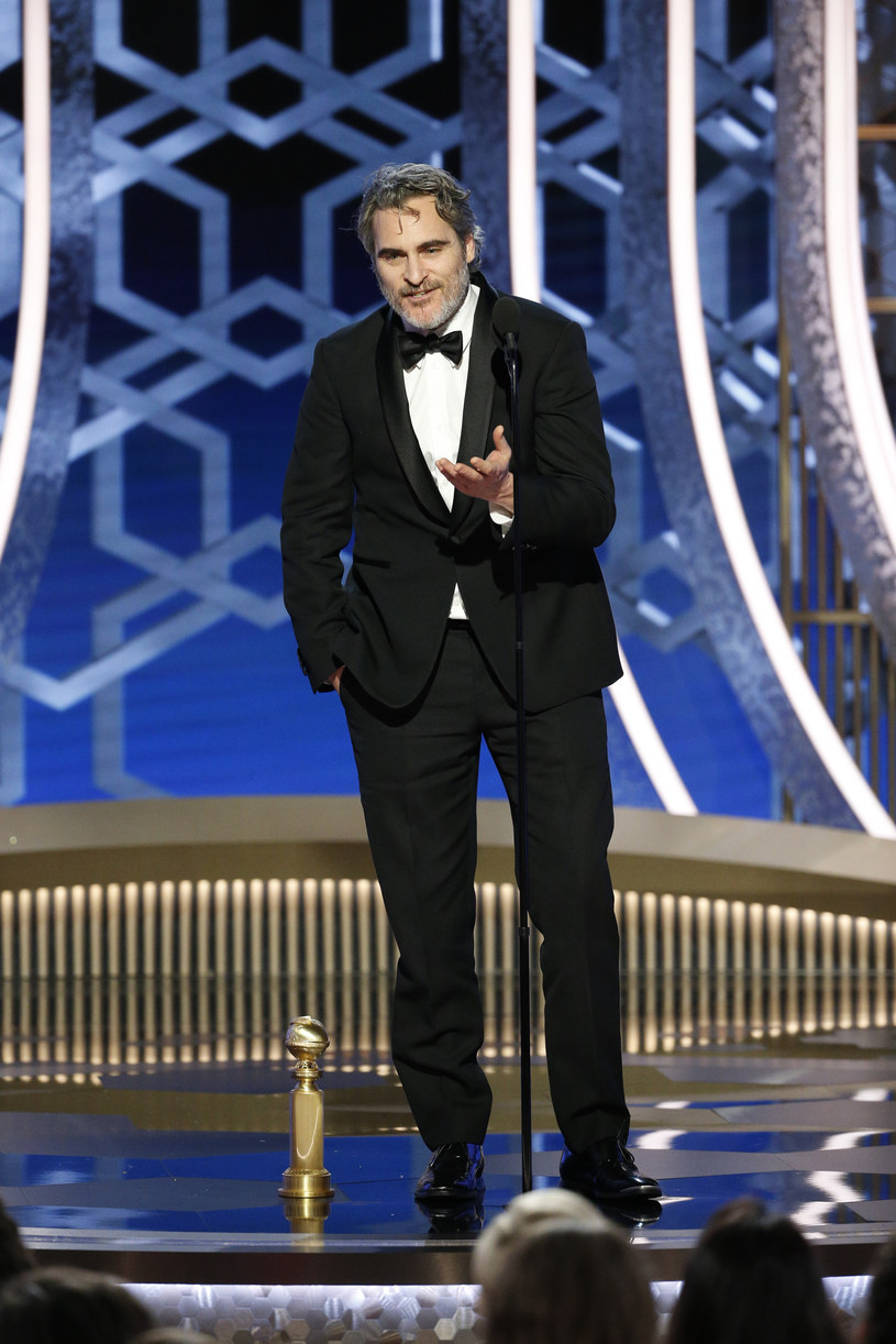 """Joaquin Phoenix otrzymał drugiego Złotego Globa w karierze. Aktor triumfował na 77. gali nagród Hollywoodzkiego Stowarzyszenia Prasy Zagranicznej za sprawą tytułowej roli w filmie """"Joker"""". Jego przemowa po odebraniu nagrody wzbudziła jednak sporo kontrowersji."""