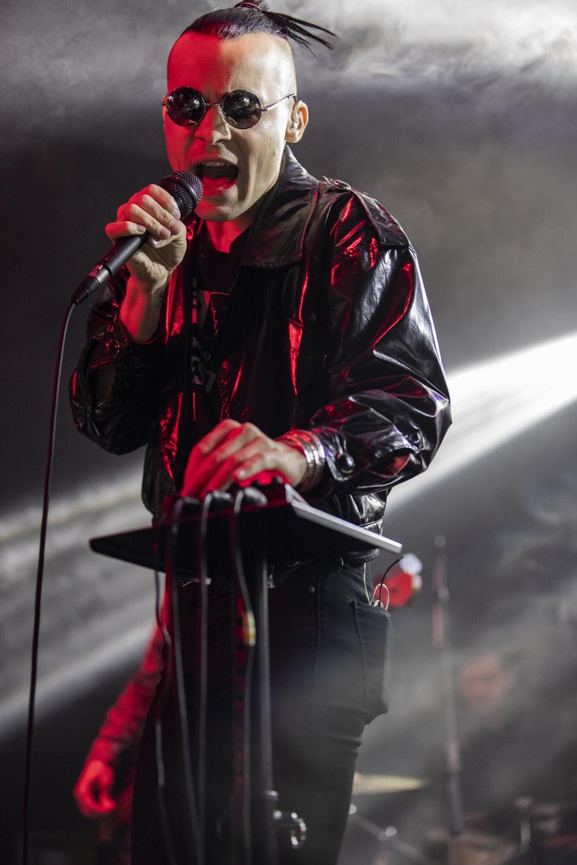 """Do sieci trafił teledysk do utworu """"Paranoja jest goła"""" grupy Maanam w wykonaniu Decadent Fun Club, uznawanego za jeden z najbardziej obiecujących zespołów na polskiej scenie alternatywnej."""